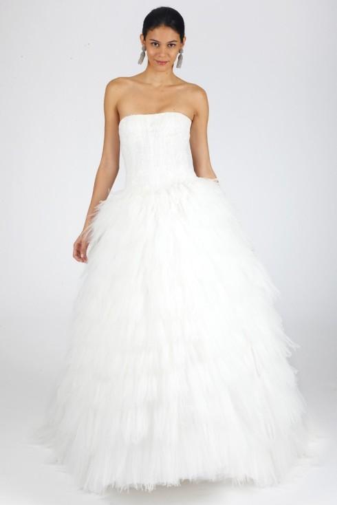 cdb4410bb O vestido de noiva mais lindo da coleção!!! Não sei o que é mais bonito: a  renda ou o trabalho da saia!!!